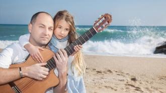 Manuel Hernández presenta Tres Guitarras para el Autismo